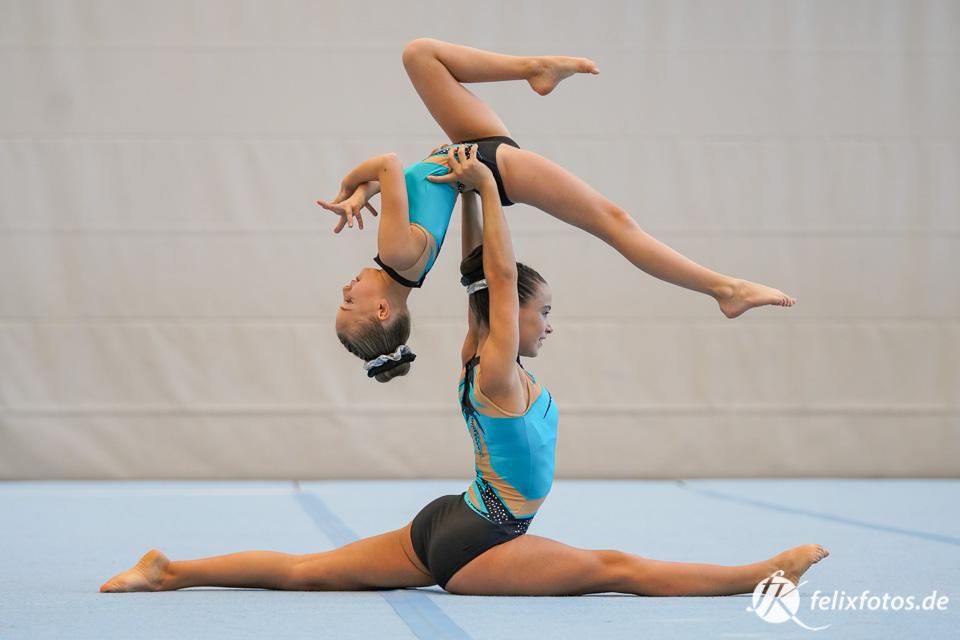 Zweit akrobatik bilder zu Yoga Übungen